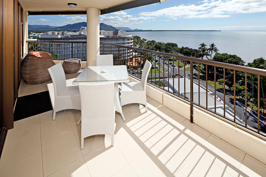 cairns holiday accommodation specials luxury holiday. Black Bedroom Furniture Sets. Home Design Ideas