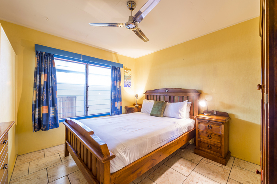 beachfront holiday accommodation cairns clifton beach. Black Bedroom Furniture Sets. Home Design Ideas