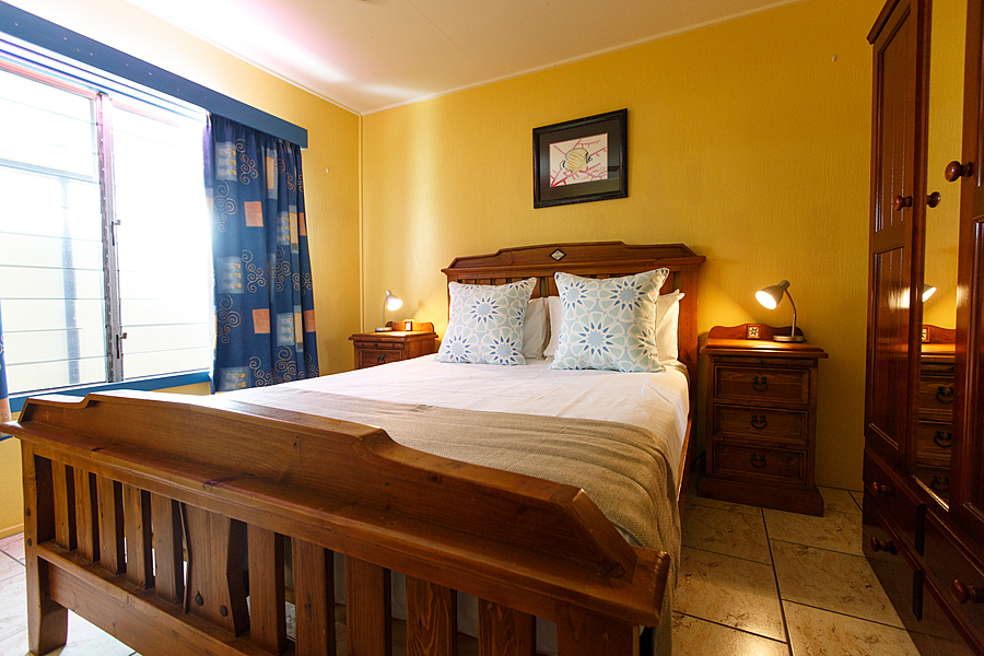 holiday accommodation cairns cairns luxury apartments. Black Bedroom Furniture Sets. Home Design Ideas